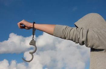 remove handcuffs